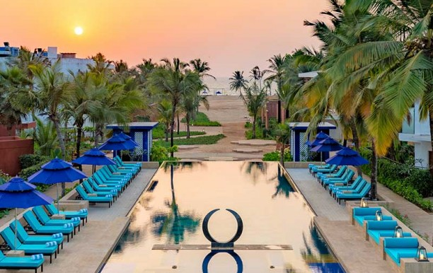 azayabeachresort-goa-poolview.jpg