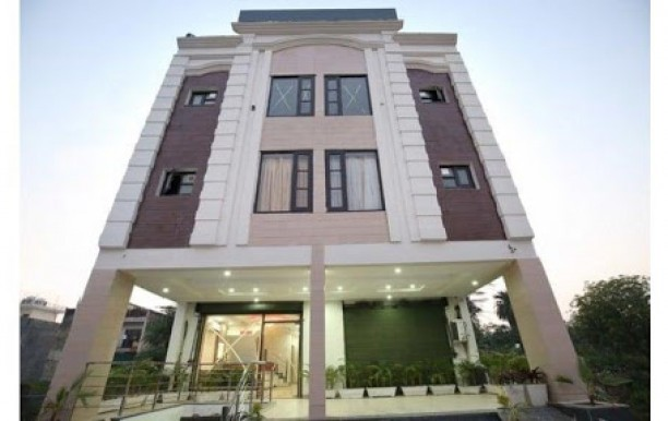 hotel_millard_front.jpg