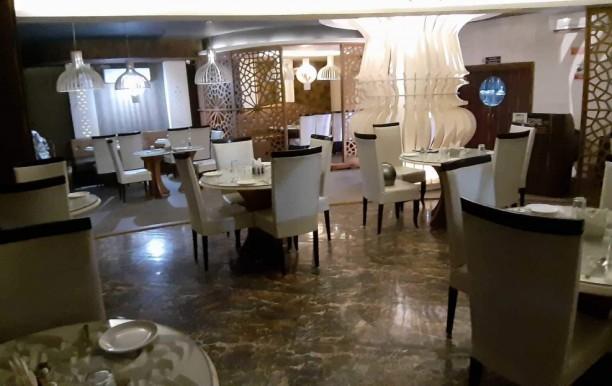 luckys-restaurant.jpg