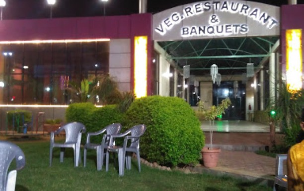 regal-vegeterian-restaurant-and-banquets-1.jpg