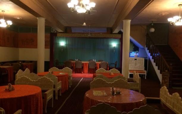 taursonz-restaurant-1.jpg